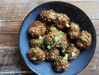 Sticky thai meatballs